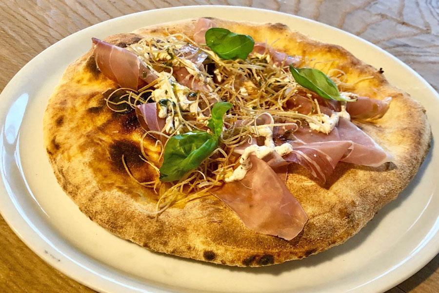 Ristorante Da Giovannino pizza gourmet Focaccia crudo porri nocciole